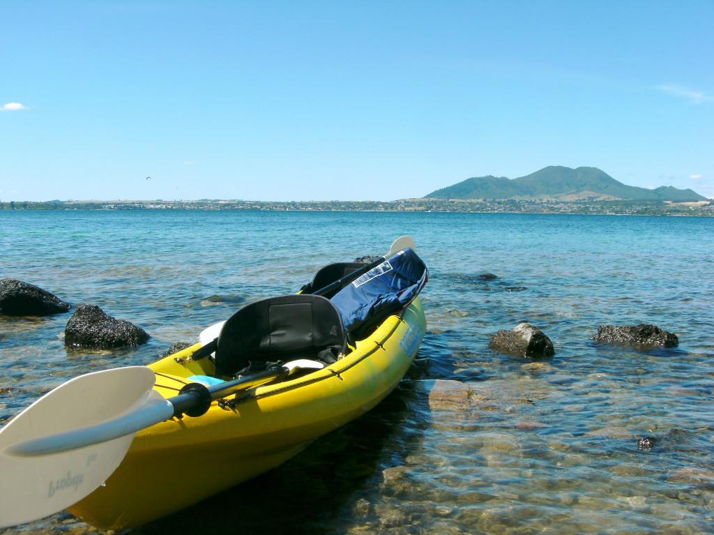 guide yo kayaking lake taupo